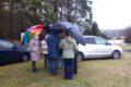 Konsultacje pod parasolkami na Boisku Leśnym